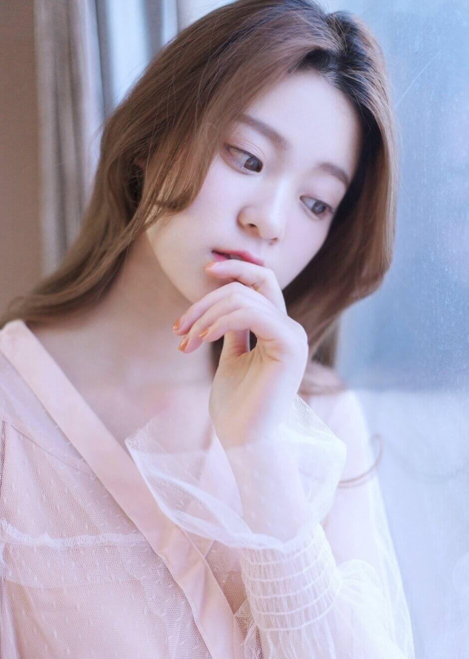 网红美女模特白色纱衣长发飘飘唯美写真图片集 – 9P